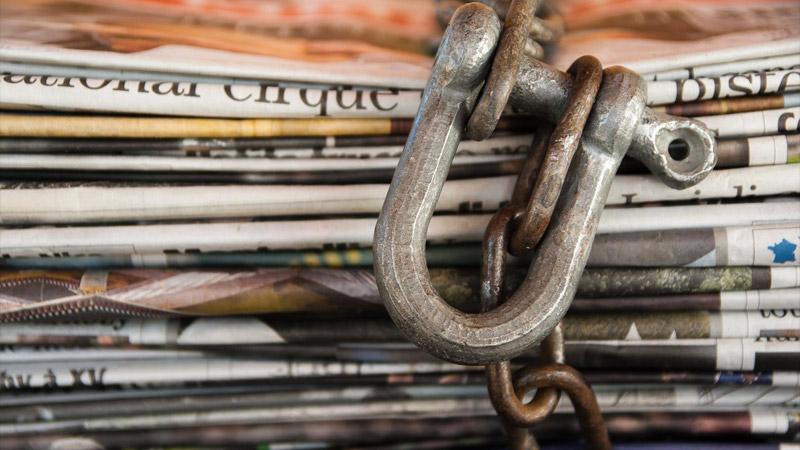 La loi Macron pour l'asservissement de la presse