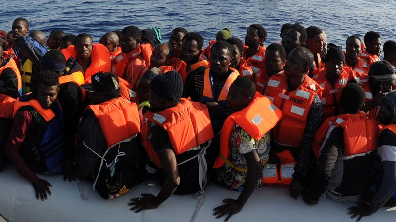 Le grand remplacement en 2017 : 300 000 étrangers entrent, 120 000 français sortent