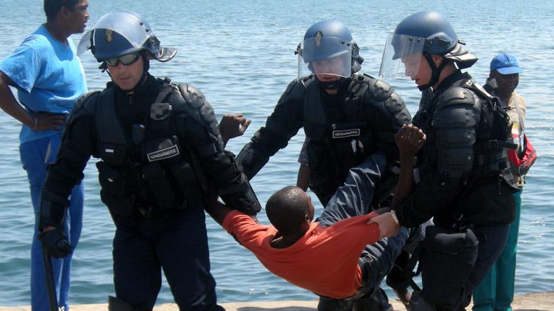Crise avec les Comores : le gouvernement tarde à réagir à l'invasion de Mayotte
