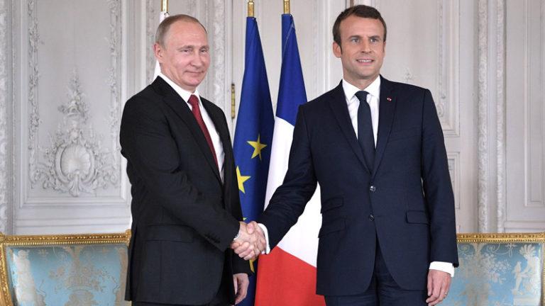 Visite en Russie. Macron voyage mais n'obtient rien de personne