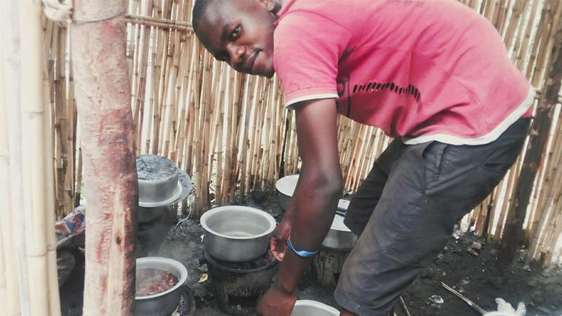 Des migrants en cuisine ? L'immigration n'enrichit que les patrons