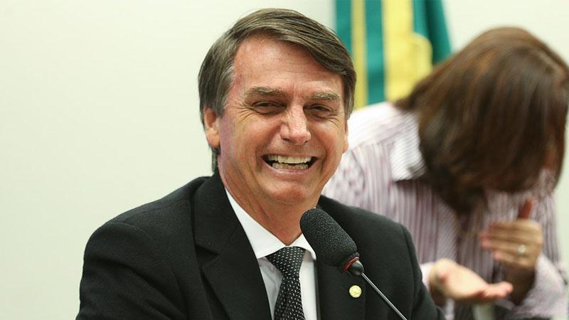Bolsonaro préfère son coiffeur à Le Drian, une claque brésilienne prévisible