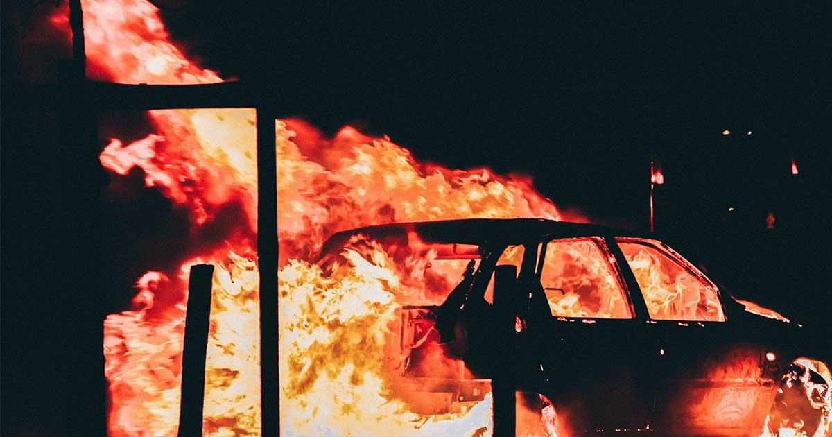 Les banlieues subventionnées brûlent, les campagnes délaissées crèvent