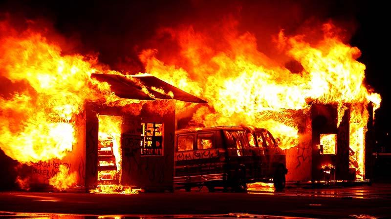 Émeutes dans les cités sensibles : la maison France brûle et nous regardons ailleurs