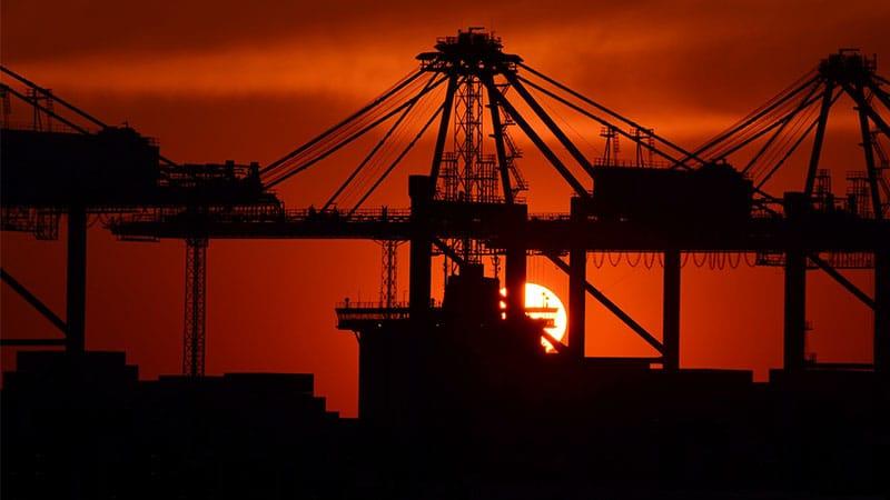 Le commerce mondial en recul – La mondialisation en cause ? La revue de presse de Radio Courtoisie