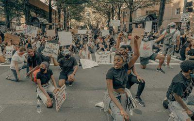 Vague verte et racialisme – La revue de presse de Radio Courtoisie