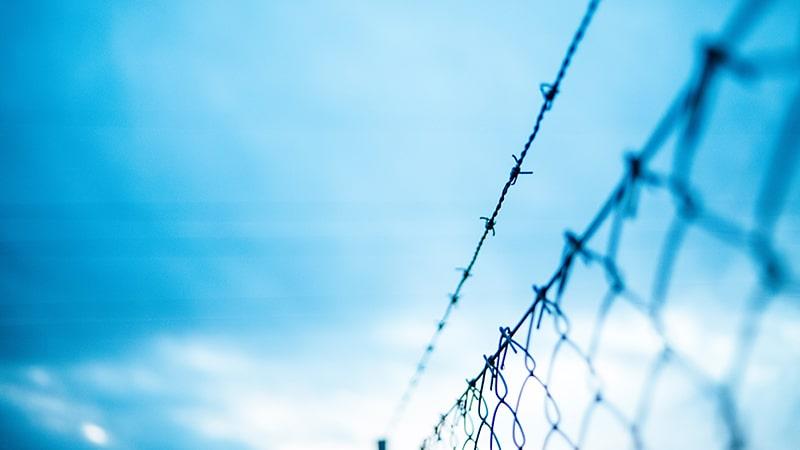 Frontières : passoires pour les clandestins, rideau de fer pour les Français