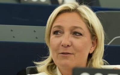 Marine Le Pen se tire une balle dans le pied avec son « gouvernement d'union nationale »