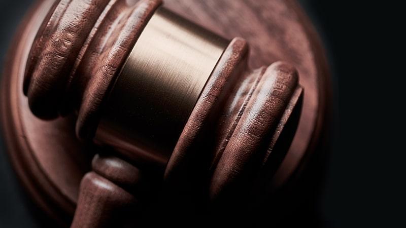 Mon opposant est un criminel : une idée politique qui marche fort